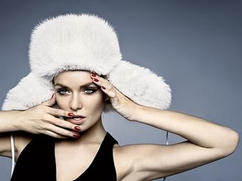 """55e5937deac5 """"Cool frajerka"""" – to je označení pro ženskou módu z kolekce jaro léto 2011.  Klasický britský venkovský styl se dostává stále více do popředí."""