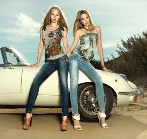 Oblečení, boty , kabelky a perfektní džíny